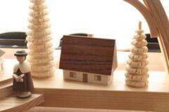 削り木と家